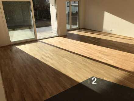 (Nr. 2): Großzügige Neubau-Wohnung in KfW 55-Haus, Erdgeschoß mit sonniger Terrasse