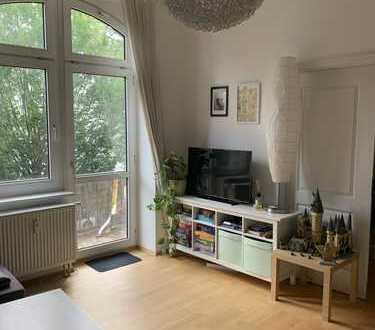 3-Zimmer-Altbau-Wohnung mit 2 Balkonen und EBK in Wiesbaden