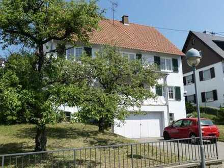 Altbach: Gepflegtes Zweifamilienhaus in Halbhöhenlage