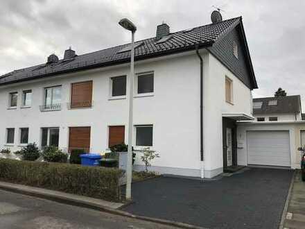 Sonnendurchflutetes Haus mit fünf + zwei Zimmern in Bonn - Buschdorf