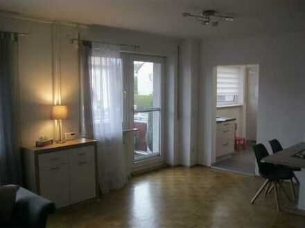 3-Zimmer-Wohnung mit 107 m² Wfl, komplett saniert, Balkon, Carport, zentrale Lage!