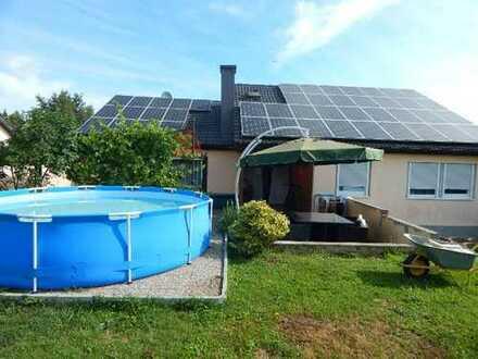 Schöner großer Bungalow mit Einliegerwohnung und Solaranlage