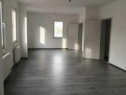 Wunderschöne geräumige 3 - Zimmer - Wohnung mitten im Zentrum - Erstbezug nach Kernsanierung