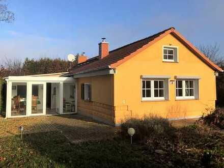 Schönes kleines Einfamilienhaus für 2 Personen mitten im Grünen und trotzdem zentral
