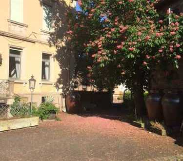 Herrliche Villa mit Gutshaus, Parkanlage Eventflächen und Winzerhalle