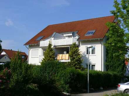 Sonnige 2-Zimmer-DG-Wohnung mit Balkon und Einbauküche in Giengen an der Brenz