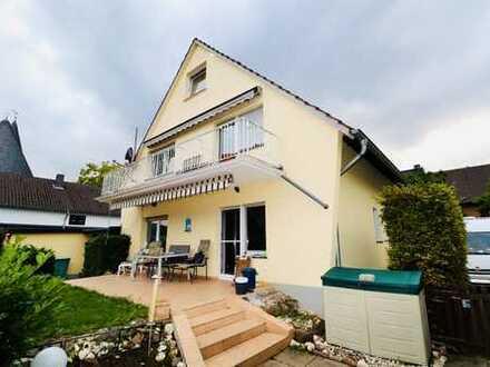 Mehrfamilienhaus in Troisdorf Müllekoven! Mehrgenerationenhaus mit 2 Garagen und großem Garten