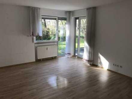Gepflegte EG-Wohnung mit zwei Zimmern sowie Terrasse und Einbauküche + TG Stellplatz in Pfullingen