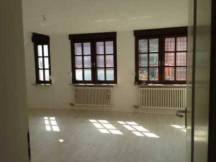 ruhige, zentrale 5-Zimmer Maisonette-Wohnung, TG Stellplatz