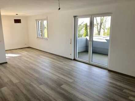 Erstbezug nach Sanierung: Freundliche 3,5-Zimmer-Wohnung mit Balkon in Stadtlage