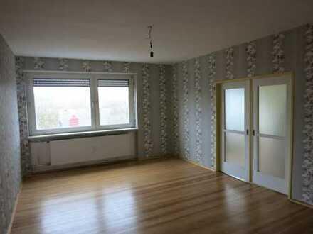 Gepflegte 4-Zimmer-Wohnung mit Balkon und Einbauküche in Ludwigshafen am Rhein