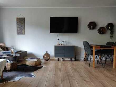 Stilvolle, geräumige und neuwertige 2-Zimmer-Wohnung mit Balkon und EBK in Weißensee, Berlin