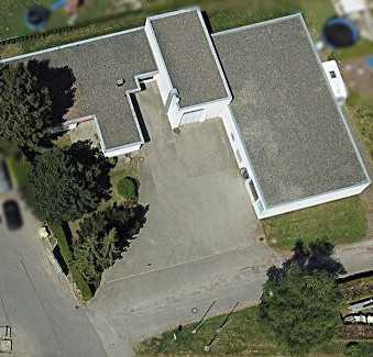 Trossingen: Wohnen und Gewerbe auf einem Grundstück: Gewerbehalle mit Bungalow +Großgarage