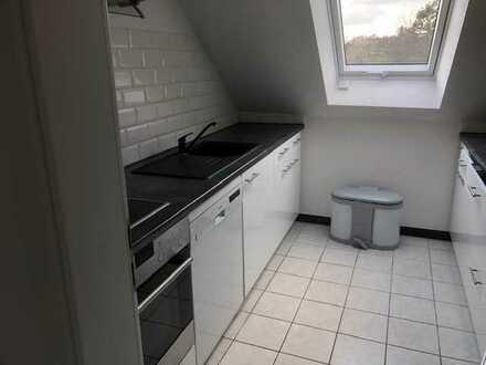 Schöne 4-Zimmer-DG-Wohnung mit Einbauküche in Spiegelberg - Nassach