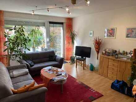 Schöne und helle 2 Zimmer Wohnung mit kleinem Garten und Garage...