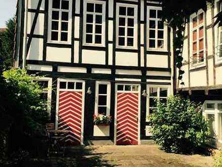 Hameln! Großzügige ruhige Erdgeschoßwohnung in denkmalgeschütztem Fachwerkhaus - Stadtlage