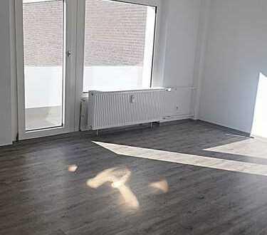 Für Sonnenanbeter - Sanierte 3-Zimmerwohnung + 2 Balkone - Mündelheimer Höhe!