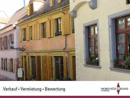 Kernstadt Baden-Baden: Außergewöhnliche 3 ZKB-Wohnung im mediterranen Stil ausgestattet