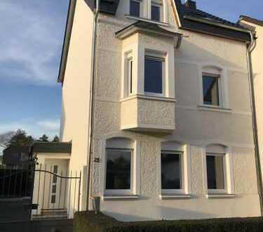 Komplett saniertes Einfamilienhaus mit großem Garten in BN-Villich-Müldorf