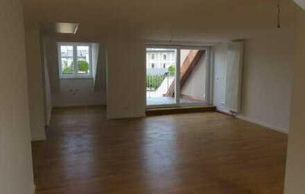 Tolle, neu renovierte 2 Zimmer Wohnung m. Terrasse Nähe Hauptbahnhof
