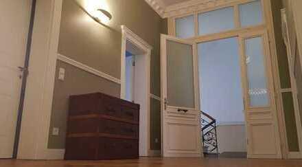 Traumlage Westend: modernisierte Stilaltbauwohnung mit Klasse