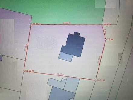 Baugrundstück in TOP LAGE für ein EFH oder zwei DHH möglich.