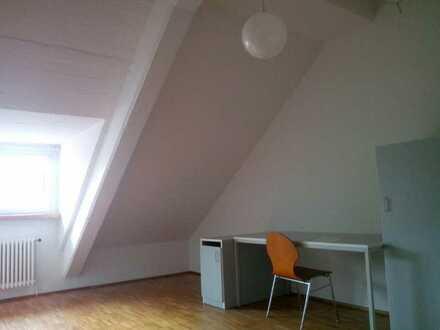 Großes Zimmer im Französischen Viertel zu vermieten