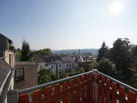 sanierte Maisonette 4 Zimmer Wohnung im Dachgeschoss mit Balkon und Fußbodenheizung ab sofort frei!!