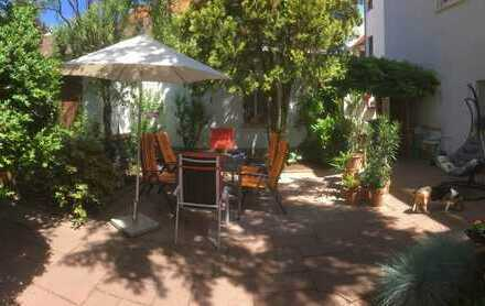 Gepflegte 7-Raum-Wohnung mit eigenem Garten, Garage und vielem mehr....