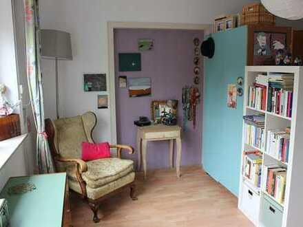 Großes, helles Zimmer in schöner ZweierWg mit Wohnküche, Balkon und Garten