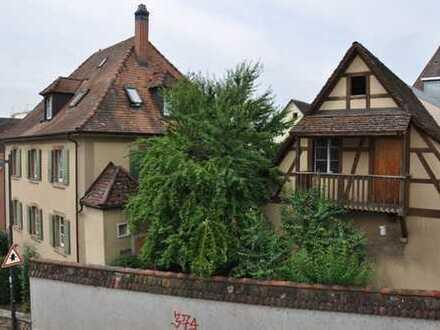Denkmalgeschütztes Mehrfamilienhaus und Scheune