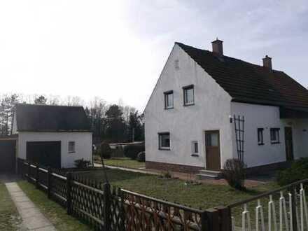 * Gemütliches, kleines Haus mit Garage, Garten für bis zu 3 -4 Personen *