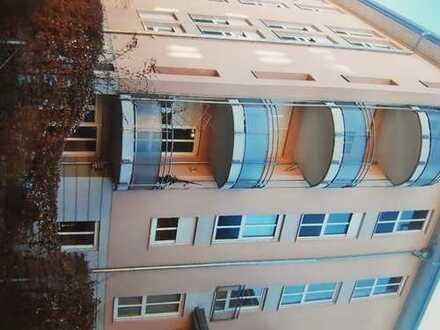Modernisierte 2-Zimmer-Wohnung mit Terasse und Einbauküche in Sendling, München