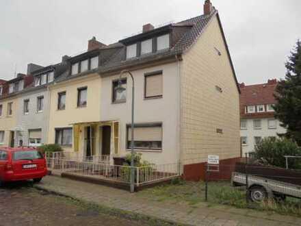 Mehrfamilienhaus als Kapitalanlage mit 2-3 Wohnungen und Hofgarten in Walle