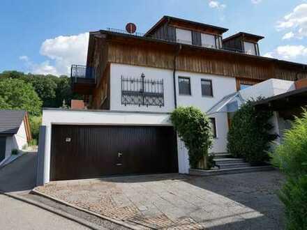 Tolles Architektenhaus mit 4 Terrassen und Balkon in Traumlage !!
