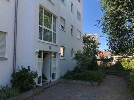Von Privat: Moderne 4 Zi ETW mit Balkon in ruhiger Lage in Frankfurt- Oberrad!