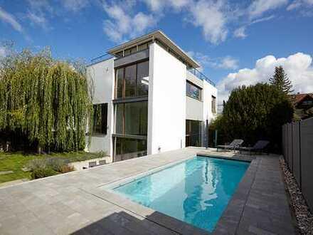 Imposante Bauhausvilla mit Panoramablick