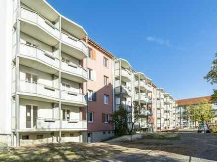 bezugsfertige 3-Raumwohnung mit Einbauküche und Balkon
