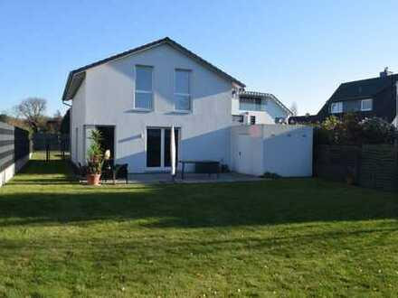 Freistehendes Einfamilien-Energiesparhaus, Garten, Terrasse, Garage, Stellplätze