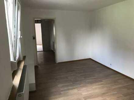 Tolles Haus mit drei separaten Wohnungen! 3 Küchen, 3 Badezimmer mit 8 Zimmern!