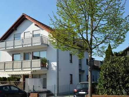 Schicke Eigentumswohnung im gepflegten 3-Familienhaus……