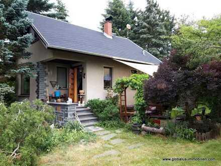Traumhaftes Wochenendgrundstück mit massivem Haus und Garage