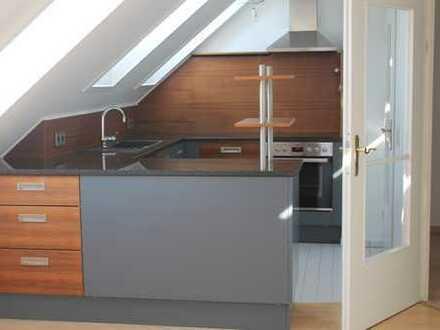 Helle, gepflegte 4,5-Zimmer-Dachgeschosswohnung mit Balkon und Einbauküche in Moosburg