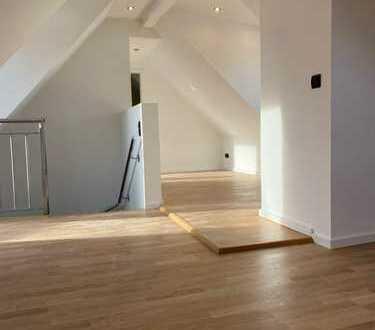 Kernsanierte helle möblierte Wohnung über 3 Etagen in Frankfurt
