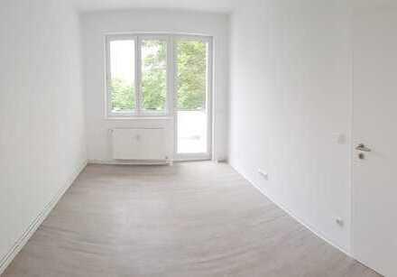 Sanierte Dreiraumwohnung mit Balkon und EBK gefällig? - jetzt anrufen und Termin vereinbaren!