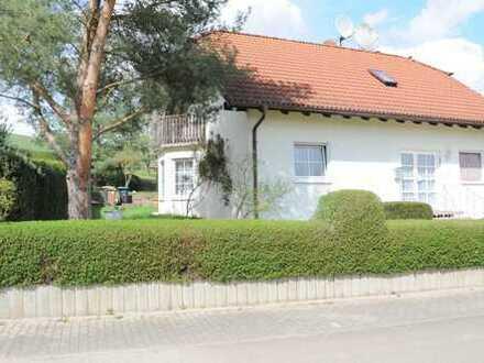 **gepflegtes und ruhiges Einfamilienhaus mit großem Garten + Terrasse**