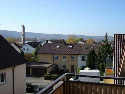 Helle 2 Zimmer Dachgeschosswohnung mit Aussicht