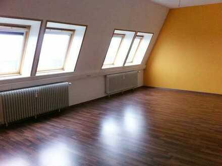 Nä Uni und Mercedes - WG Zimmer in 4er WG in Bremen Hastedt **