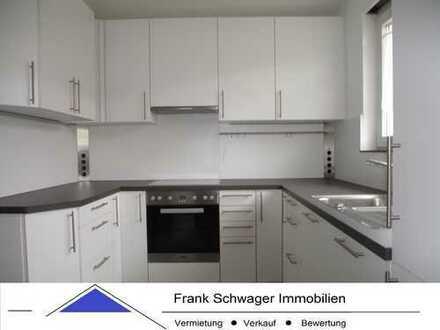 Bernhausen: DHH in Ortsrandlage, exklusive Einbauküche, Balkon u. Terrasse nach Süden, Einzelgarage