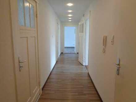 4 Zimmer Wohnung mit großer Küche und Balkon, ideal für die Familie oder WG